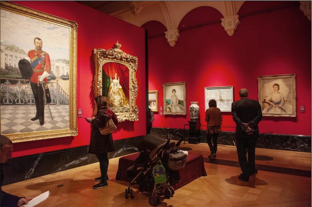 На выставке сокровищ изобразительных искусств, связанных с Россией, из коллекции королевы Великобритании. Лондон. 2020 г.