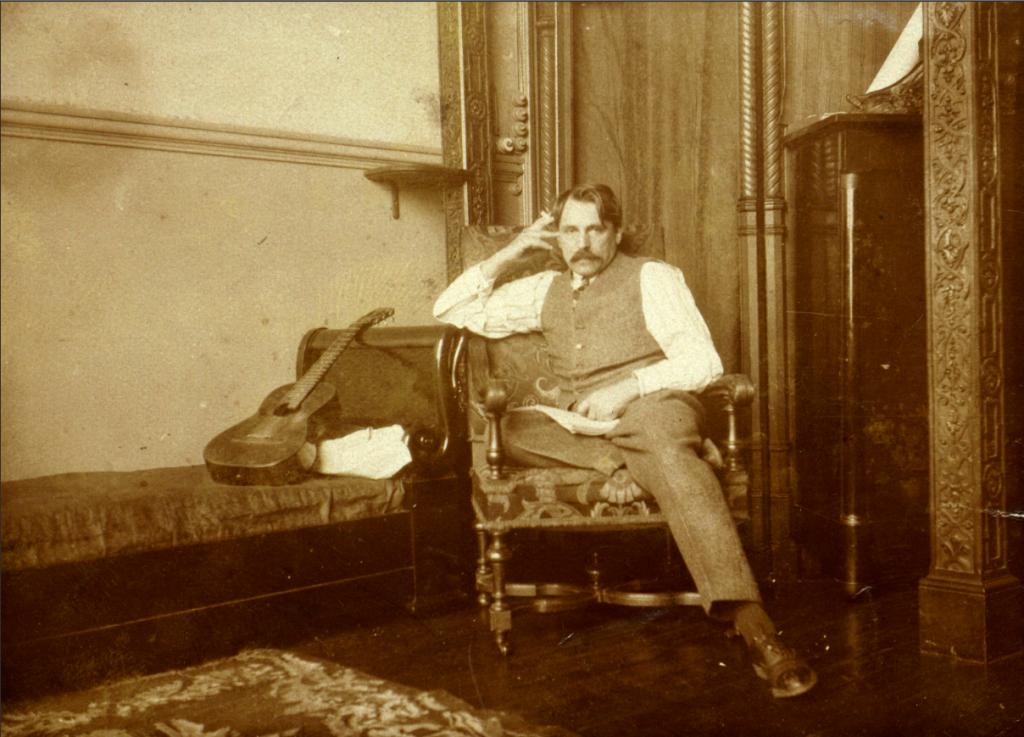 С. Сорин в своей мастерской.1910-е годы.