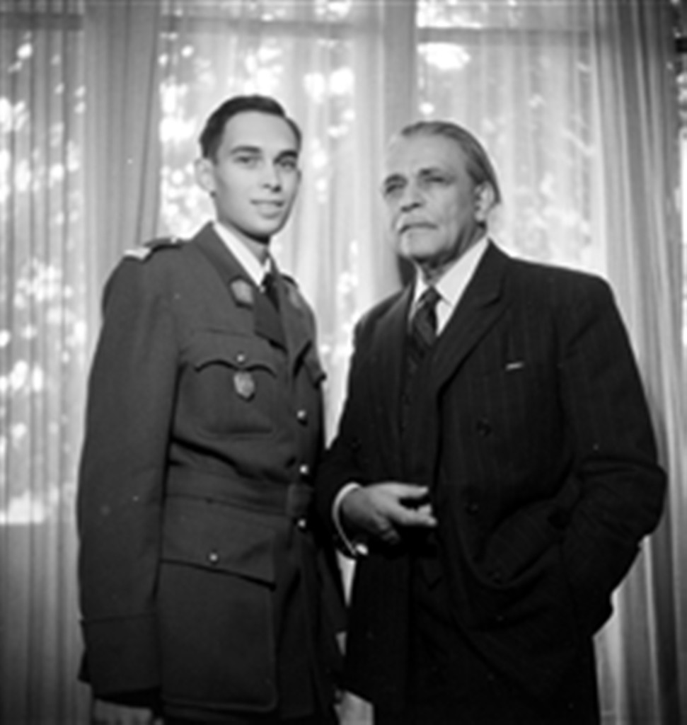 17. Savely Abramovich Sorine (1878-1953), Russian painter and portraitist, with his son. Paris, October 1946.