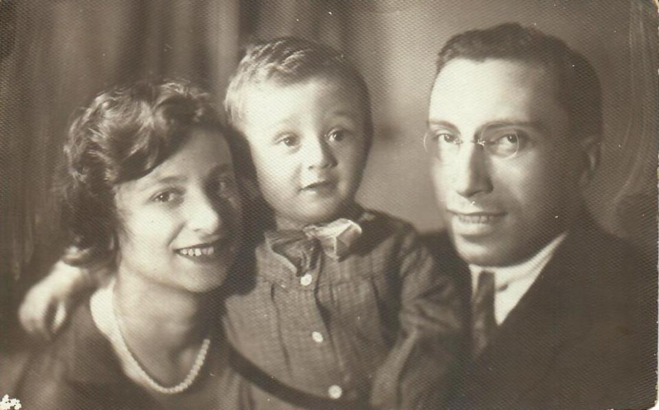 Сорин Самуил Абрам-Израилевич (1905-1937) с женой Мириам и сыном Аликом. Фото из семейного архива