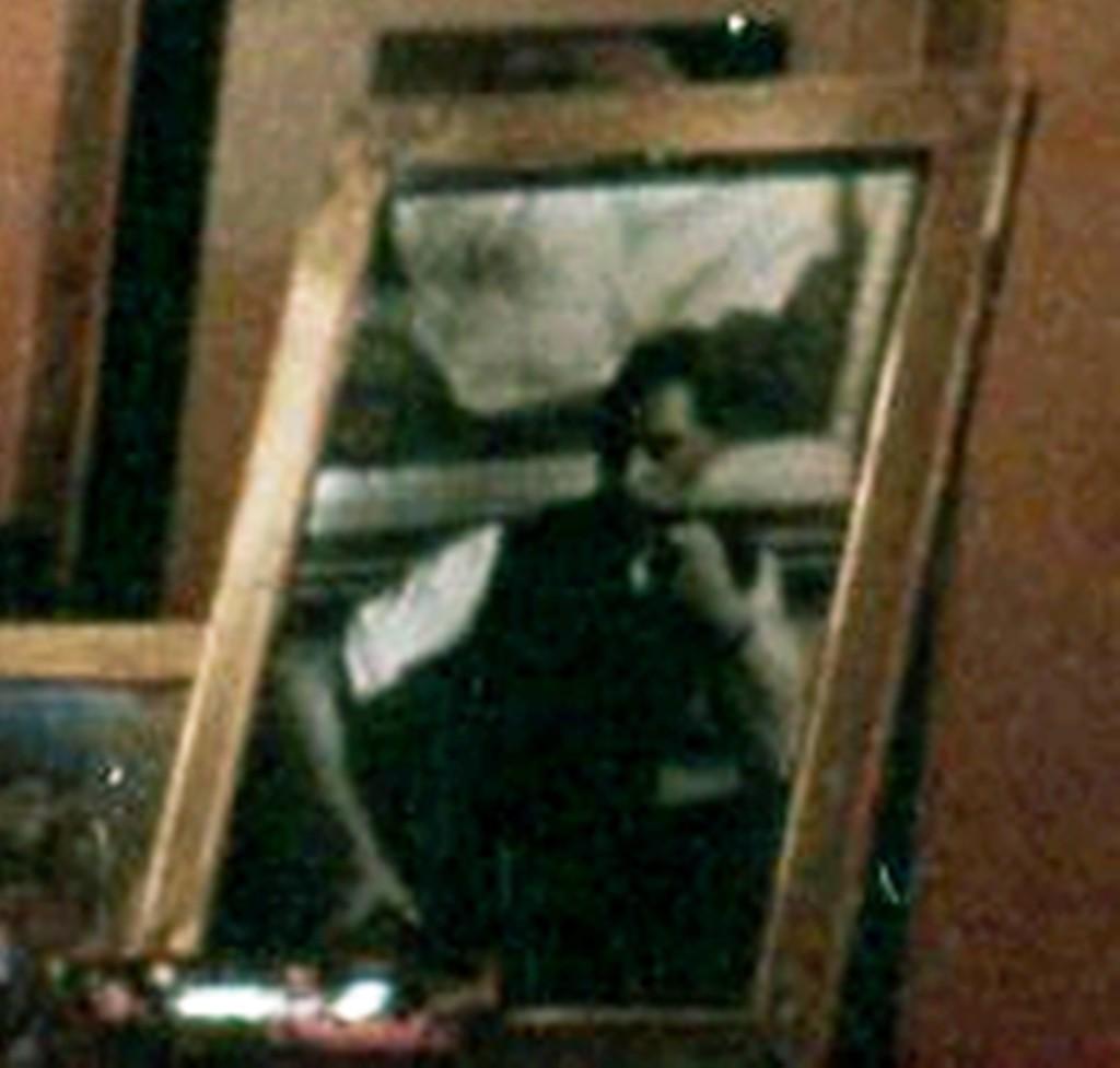 3.69 Портрет С.Сорина на столе у А.С.Сориной в Монако