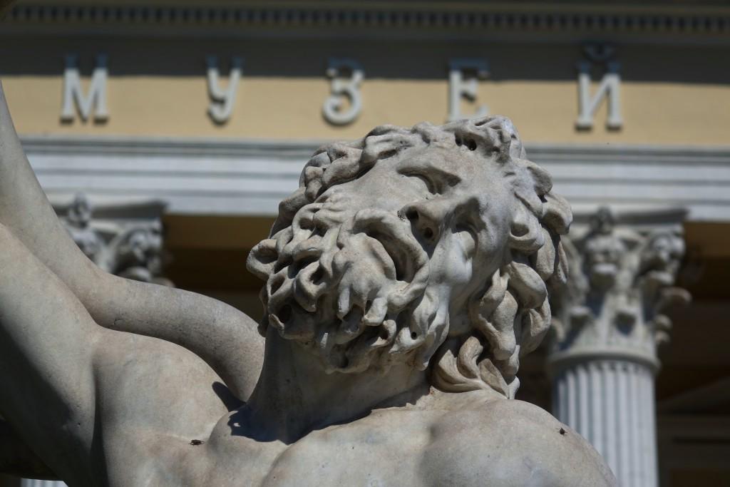 Одесса. Перед одним из музеев.