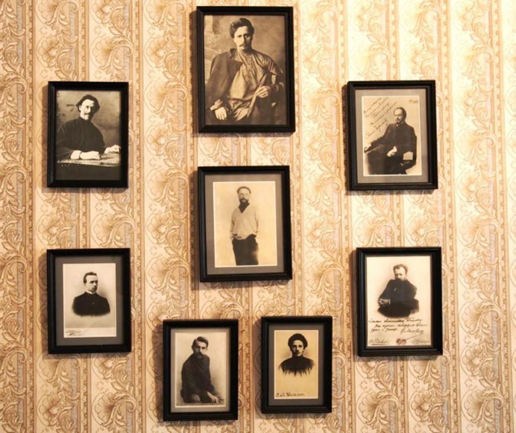 Фото в кабинете Горького в Арзамасе, внизу слева - фото С.А.Сорин