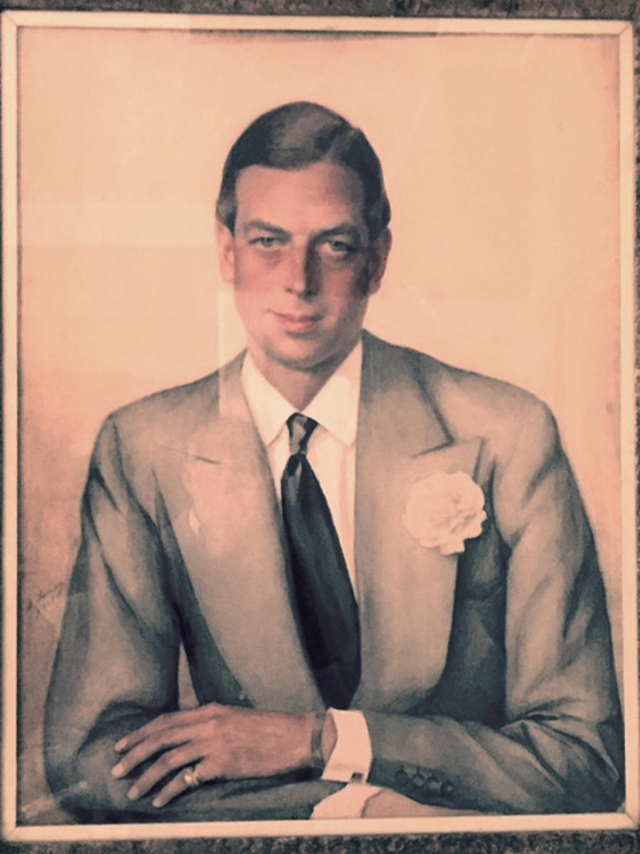 Портрет  ЕКВ герцога Джоржа Кентского 1938г. бум. на х. смеш. техн. фото его сына ЕКВ принца Майкла 06. 02. 2016 в Кенсингтонском дворце Лондон