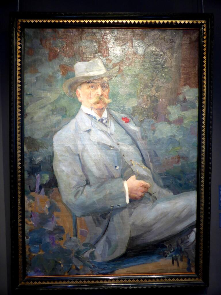 Портрет неизвестного в сером костюме 1915 х. м. 117х87 Ярославский худ. муз.приобретено в 1987г.в частной колл. в Москве.